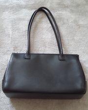 2457967fe21eb Lamarthe Designer Damenhandtasche hochwertiges Kalbsleder in schwarz