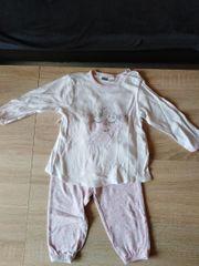neuwertiger Schlafanzug Größe 86