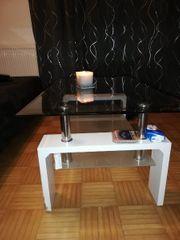 Tisch und Nachtkästchen