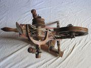 Antikes Holzspinnrad