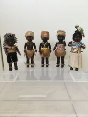 27 verschiedene Puppen in Landestracht