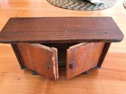 Nostalgische Holz-Puppenstubenmöbel zum Restaurieren