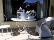 Mediterraner Gartentisch weiß