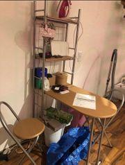 Küchenbar mit Stühlen