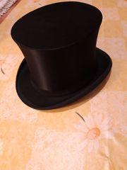 Zylinder mit Hutschachtel an Selbstabholer
