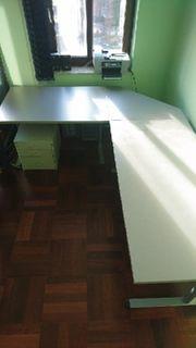 Schreibtisch bestehend aus 3 Teilen