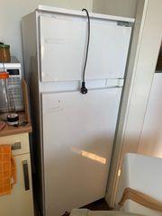 Kühlschrank mit Gefrierschränkchen