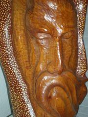 Holz-Relief-Kopf Mann mit großem Schnauzbart