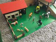 Stall und Bauernhof aus Holz