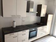 Moderne Einbauküche mit Marken-Geräten Siemens