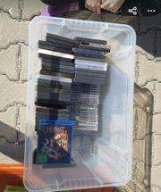 Kisten mit Büchern und Kiste
