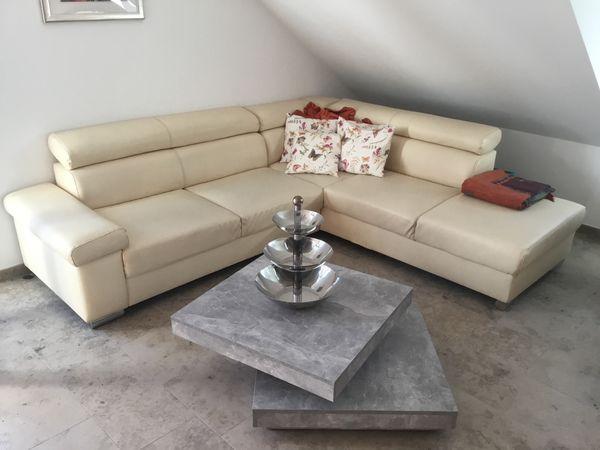 Couch mit drehbaren Couchtisch