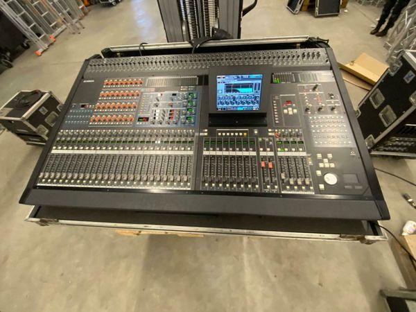 2x Yamaha PM5D Komplett-Set inkl. Stagerack und digital Multicore 8x AD8HR uvm