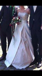 Traumhaftes Hochzeitskleid mit Zubehör Gr