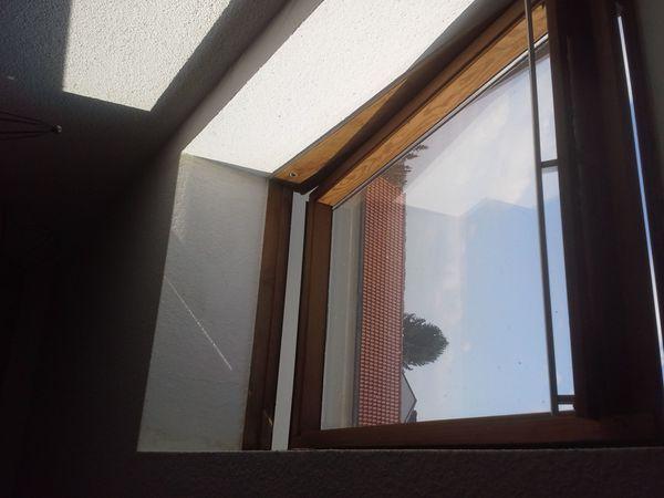Velux Schwingfenster in Holz lackiert