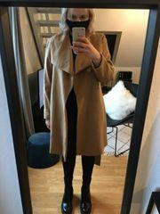 Camelfarbener Mantel aus Wolle mit