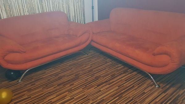 Couch 2teilig in orange Velourstoff