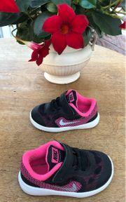 Nike Schuhe Gr 23,5 und Gr 25 (Zwillinge)