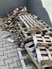 Brennholz Paletten und Balken zu