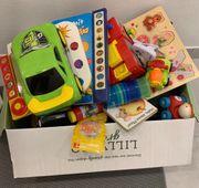 Kiste mit verschiedenen Spielsachen