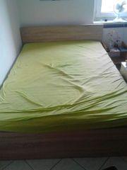 Breites Bett mit 7-Zonen-Matratze und