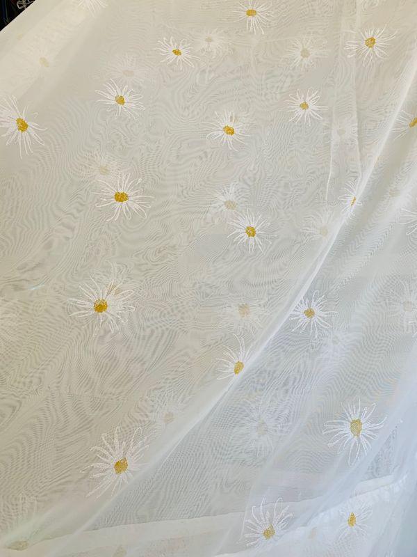Vorhangstoff mit Blumenprint