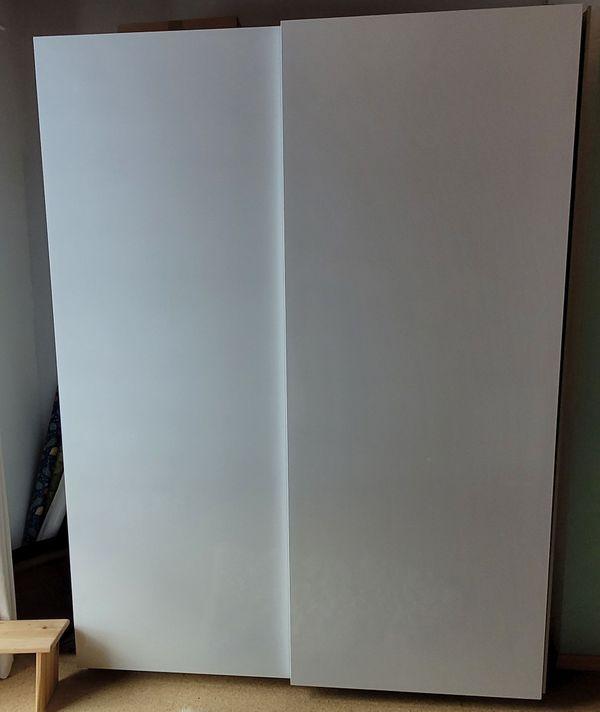 - - Ikea Kleiderschrank top-gepflegt mit Schiebetüren