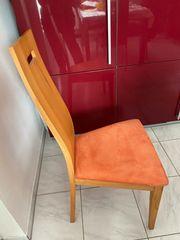 3 Stühle und Tisch