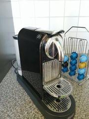 De Longhi Nespresso mit Kapselständer