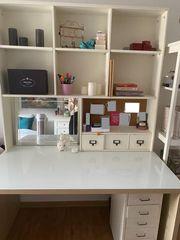 Schreibtisch mit Schreibtischwand