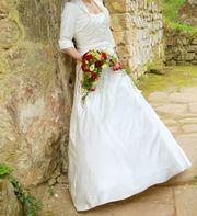 Hochzeitskleid A-Linie mit Schleppe hochsteckbar