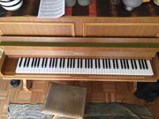 Klavier der Pianofabrik Willis mit