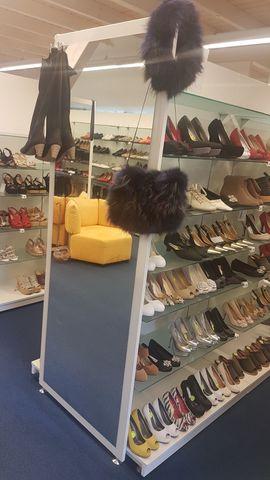 Ladeneinrichtung Hochglanz weiß mit Spiegel: Kleinanzeigen aus Heilsbronn - Rubrik Gastronomie, Ladeneinrichtung
