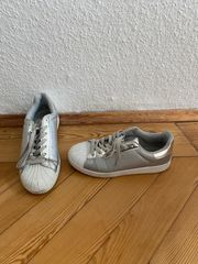 Sneakers silver grau glänzend ähnlich