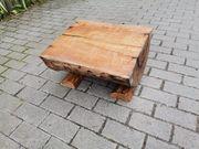 halber kurzer Holzstamm geschliffen und