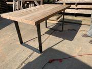 Eichentisch auf Stahlfüßen Tisch aus