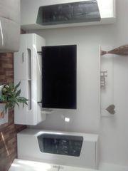 Neue Wohnwand in Hochglanz weiß