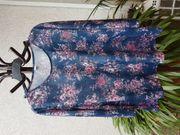 Neuwertiges feminines Shirt mit bildschönem