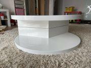 Ein runder weißer Designer-Tisch