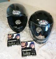 2 Motorrad-Helme mit Twins D3