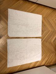 2 weiße Teppiche Fußmatten