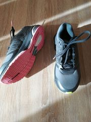Turnschuhe Adidas grau - 2-farbige Sohle