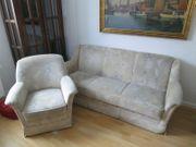Dezent schöne ausziehbare Couchgarnitur