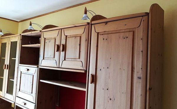 Zeitlose wohngesunde Schrankwand Wohnwand aus