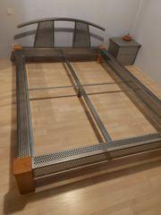 Bett-Rahmen Holz u Metall 1