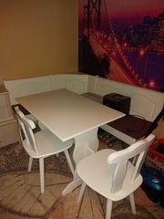 Eckbank mit Tisch und Stühle