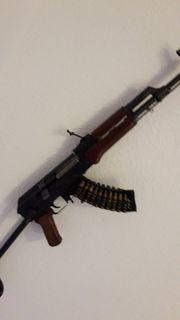Biete eine AK47 mit klappschaft