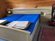 Doppelbett mit Nachtischen