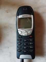 zwei ältere Nokia Handys 6210