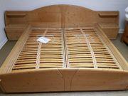 Doppelbett 2 Nachttische Lattenroste